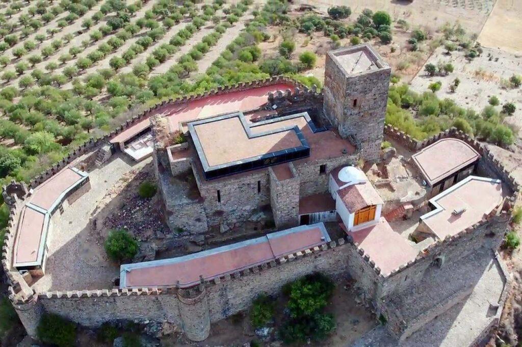 Grabación con un dron para la promoción de eventos de una hospedería que está dentro del castillo.