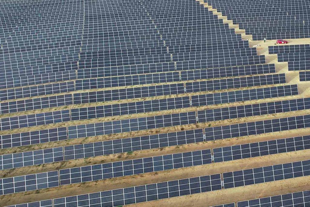 Inspección técnica con dron en planta solar. Mantenimientos preventivos con drones en planta fotovoltaica