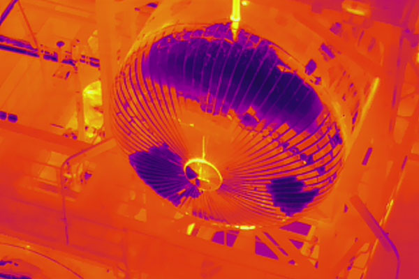 Detalle de la Inspección técnica realizada con cámara térmica de un dron sobre un depósito.