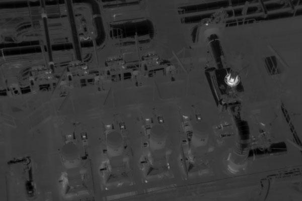 Inspecciones técnicas nocturnas en instalaciones industriales realizada con la cámara térmica de un dron en la búsqueda de puntos calientes.