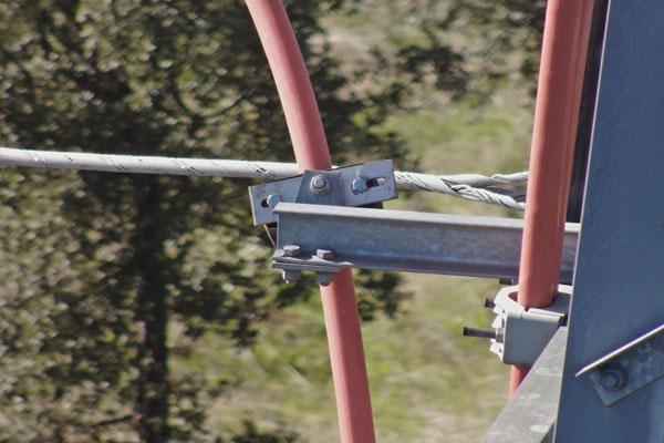 Detalle de la Inspección Técnica realizada con drones sobre torres eléctricas de alta y media tensión.