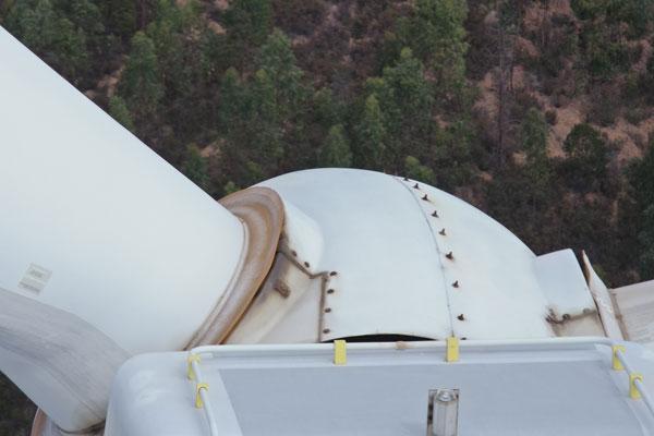 Detalle de una Inspección técnica visual realizada con dron Matrice 300 RTK sobre un molino en un parque eólico.