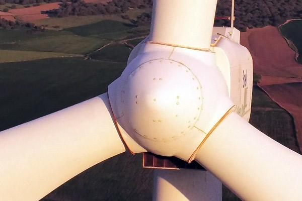 Inspecciones Técnicas con drones en parques eólicos. Mantenimieto preventico del buje de aerogeneradores.