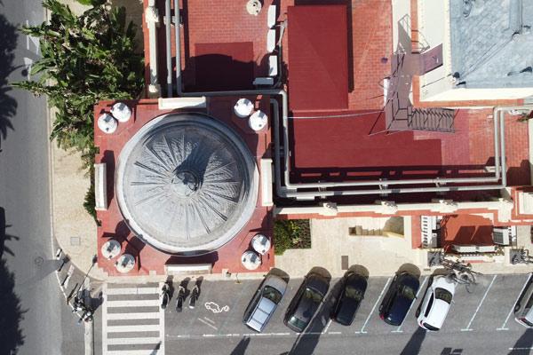 Vuelo urbano con dron sobre Málaga. Sobrevolando con un dron en Málaga. Vista del Ayuntamiento