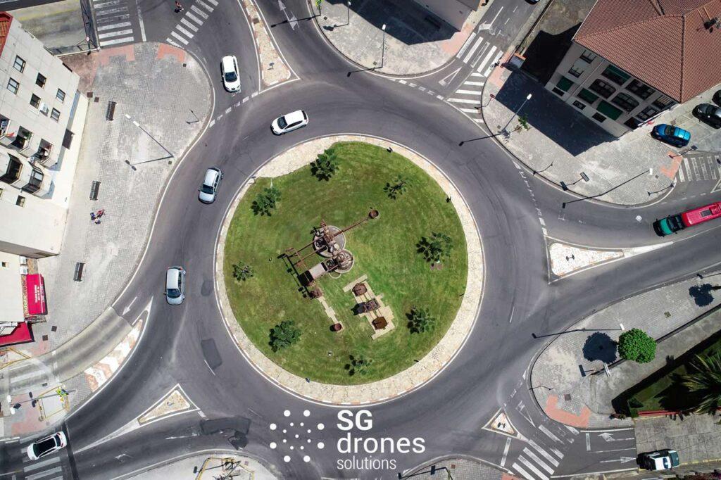 Vuelo urbano con dron sobre Málaga. Sobrevolando con un dron en Málaga. Vista Rotonda